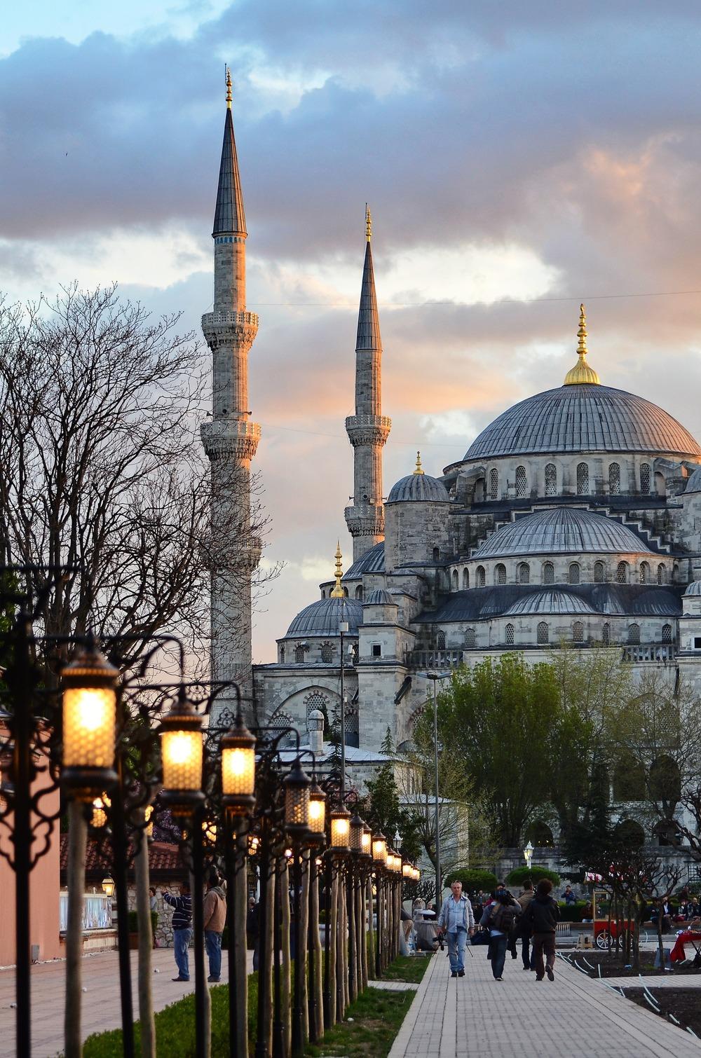 mosque-279015.jpg