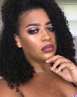 Zoila Vaca - Joined: October 2018From: FloridaPassion: Beauty bloggingIG @zoilascanvas