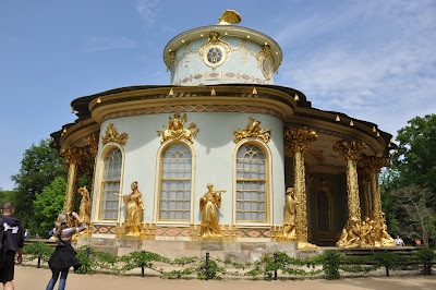 the teahouse - with real gold leaf - I thought it looked like a pretty cupcake