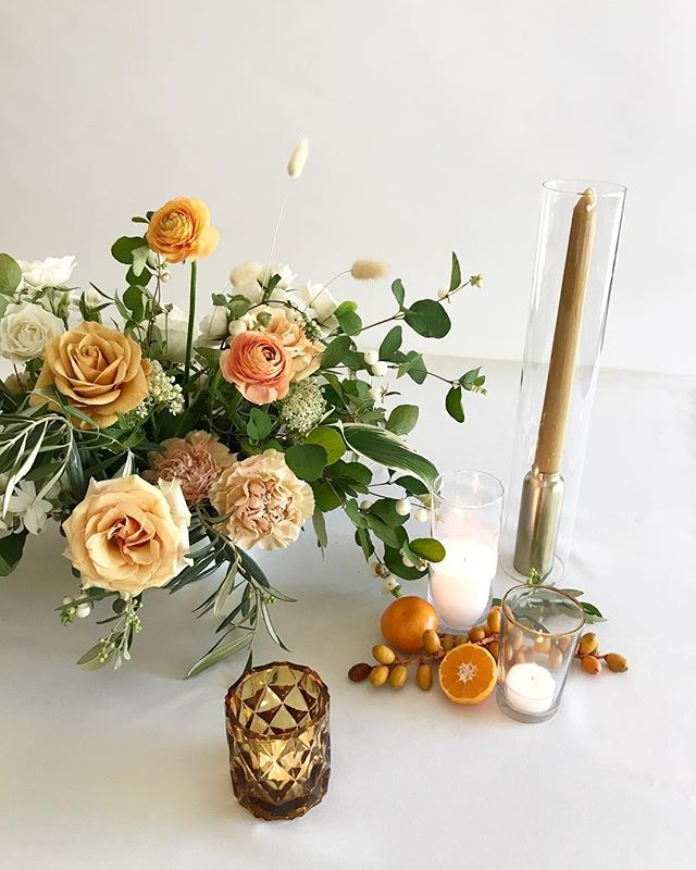 Mock up moments with @vanessamichelleco for @_csma beautiful wedding next month @ebelloflb with @spostophoto ✨🍊#lavendersflowers #weddingflorist #mockupdesign #dsfloral #yellowwedding