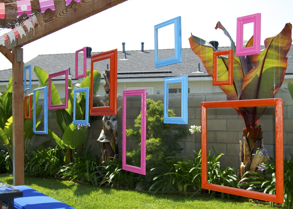 Here's an example of painted frames being used as decor for the  Arty Party !