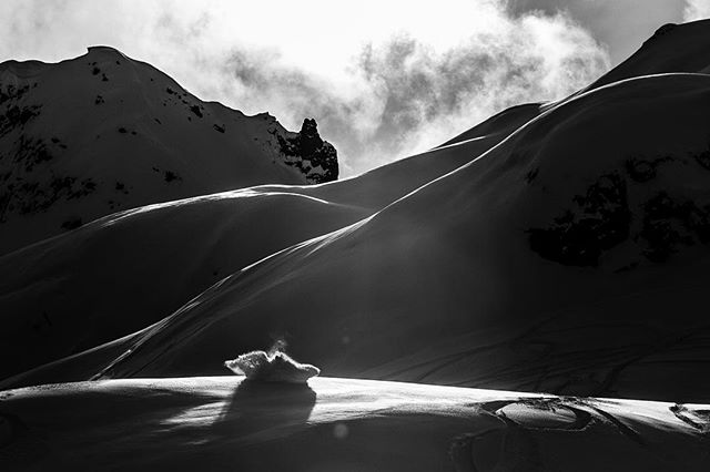 Kicking up dust with the boys in the backcountry 🏂 . #daletidyphoto #snowboarding #whistler