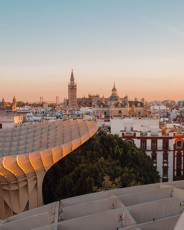 Seville at Sunset.  How was this three weeks ago? Still smiling when remembering the smell of orange blossom, the sun on my skin & the quantity of Tapas I ate!  Since being back I have decided to learn Spanish, I am obsessed with Learn Spanish by Paul Noble on audible! Anyone else listened to this?  _ #spain #seville #learnspanish #orangeblossom #audible #traveloften #travelphotography #londonphotographer #allthetapas #lifestylephotographer #ukphotographer #londoncreatives