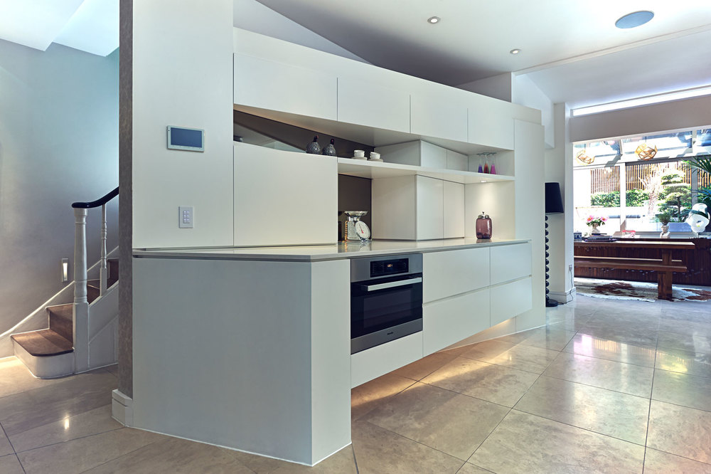 Neville Terrace – a contemporary asymmetric kitchen