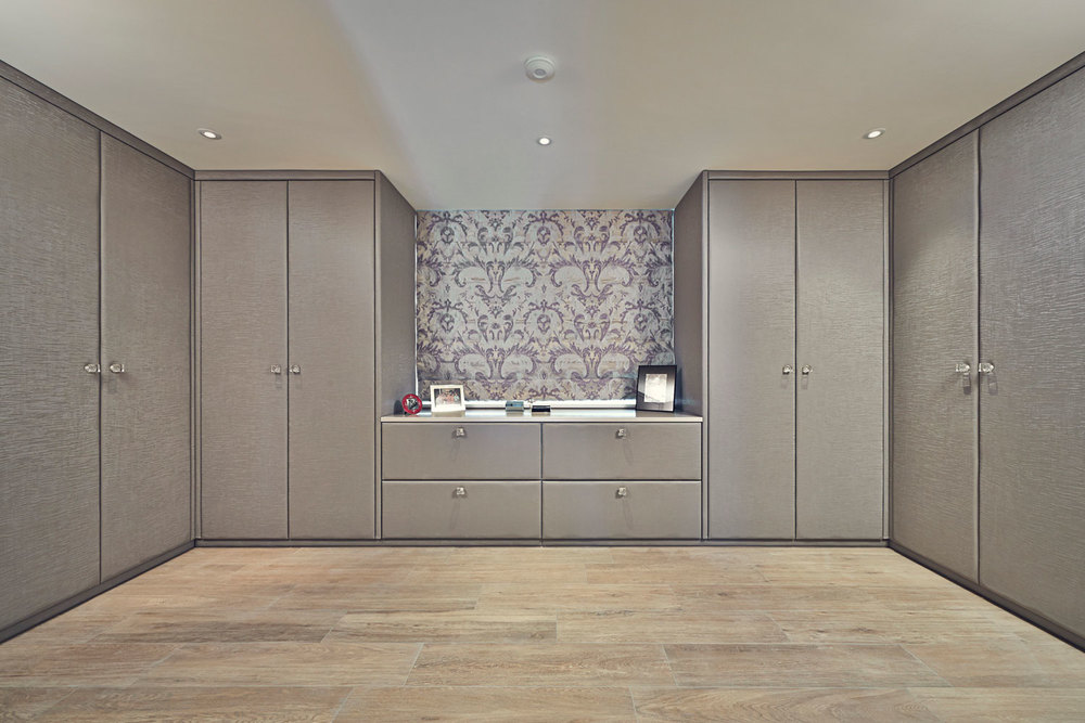 Thurleigh Road – a dressing room with padded and upholstered doors