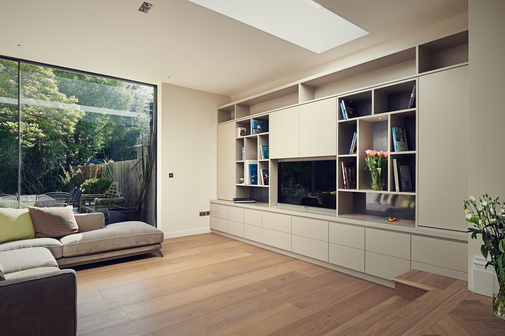 Spencer Park Road – wall-to-wall modern media unit and bookcase