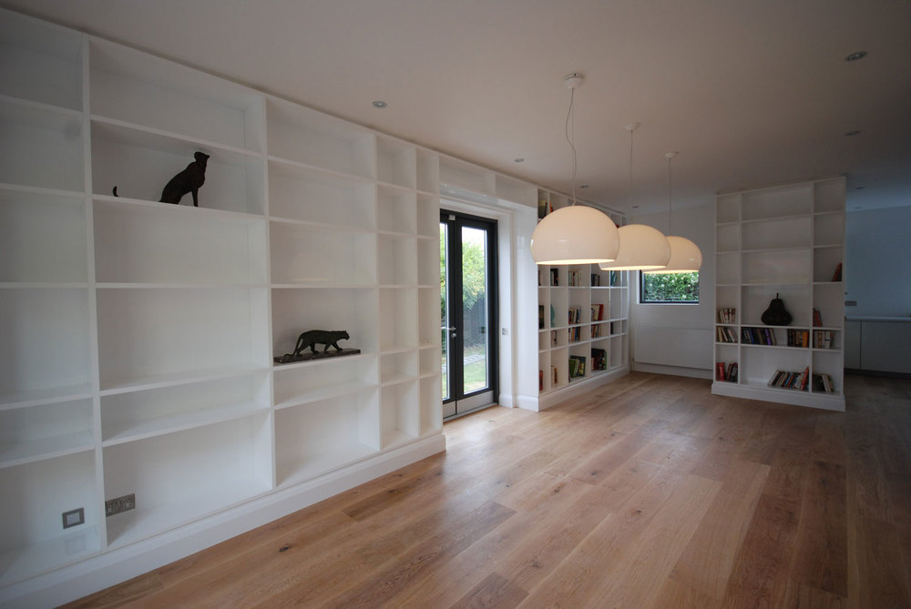 Worthing – open plan high-gloss lacquered shelving and kitchen