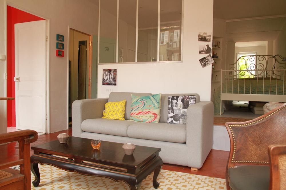 Salon, (canapé lit 2 pers. en mezzanine le coin chambre)