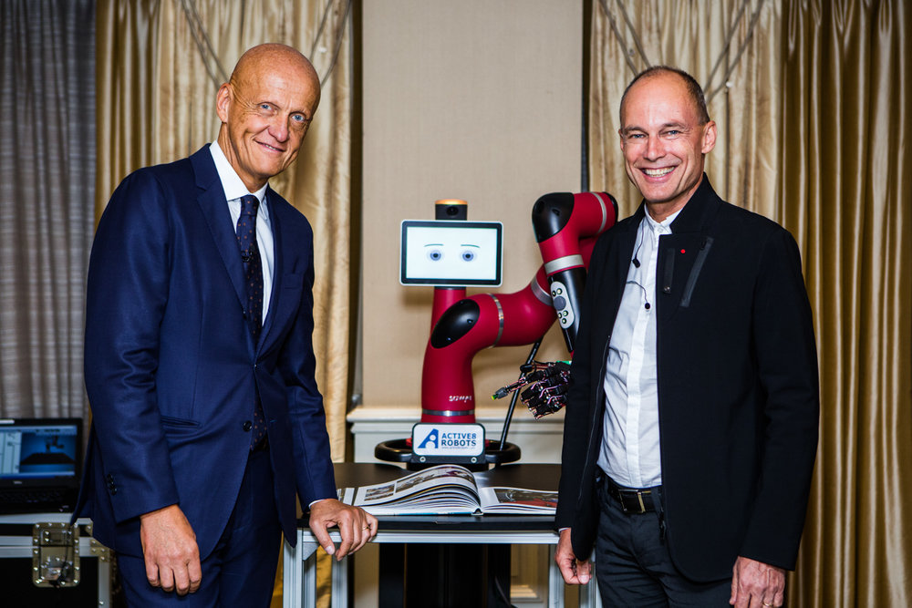 Referee Pierluigi Collina, balloonist and adventurer Bertrand Piccard, with a robot.