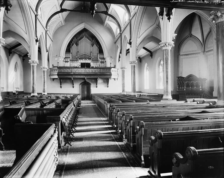 Interior of the current building.  William James Topley/Library and Archives Canada/PA-009019