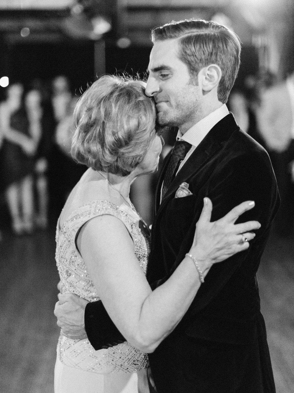 Toronto-wedding-photographer-intimate-italian-the-burroughes-downtown165.jpg