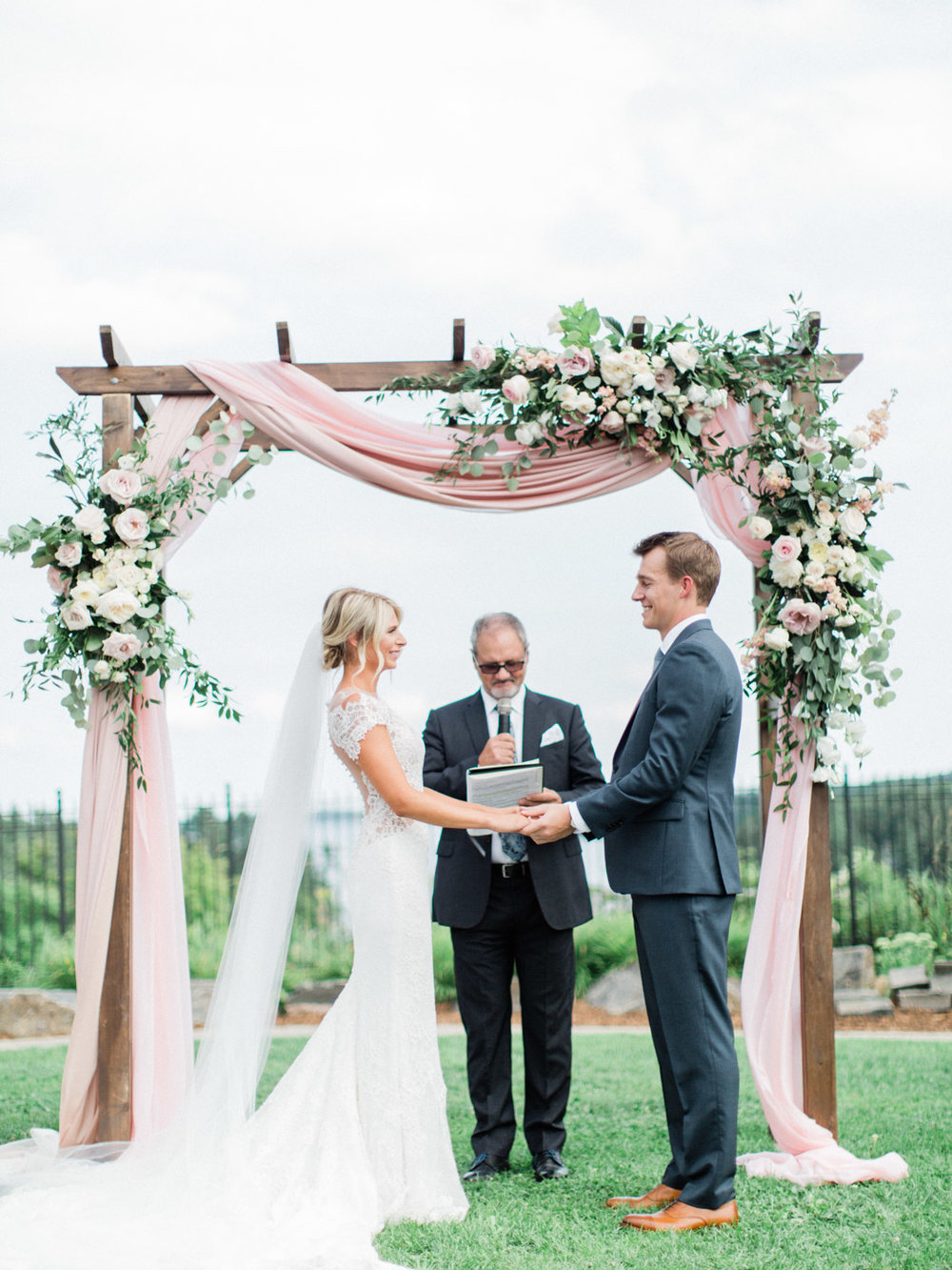 Toronto-Muskoka-wedding-photographer-summery-fun-documentary-the-marriott-rosseau80.jpg