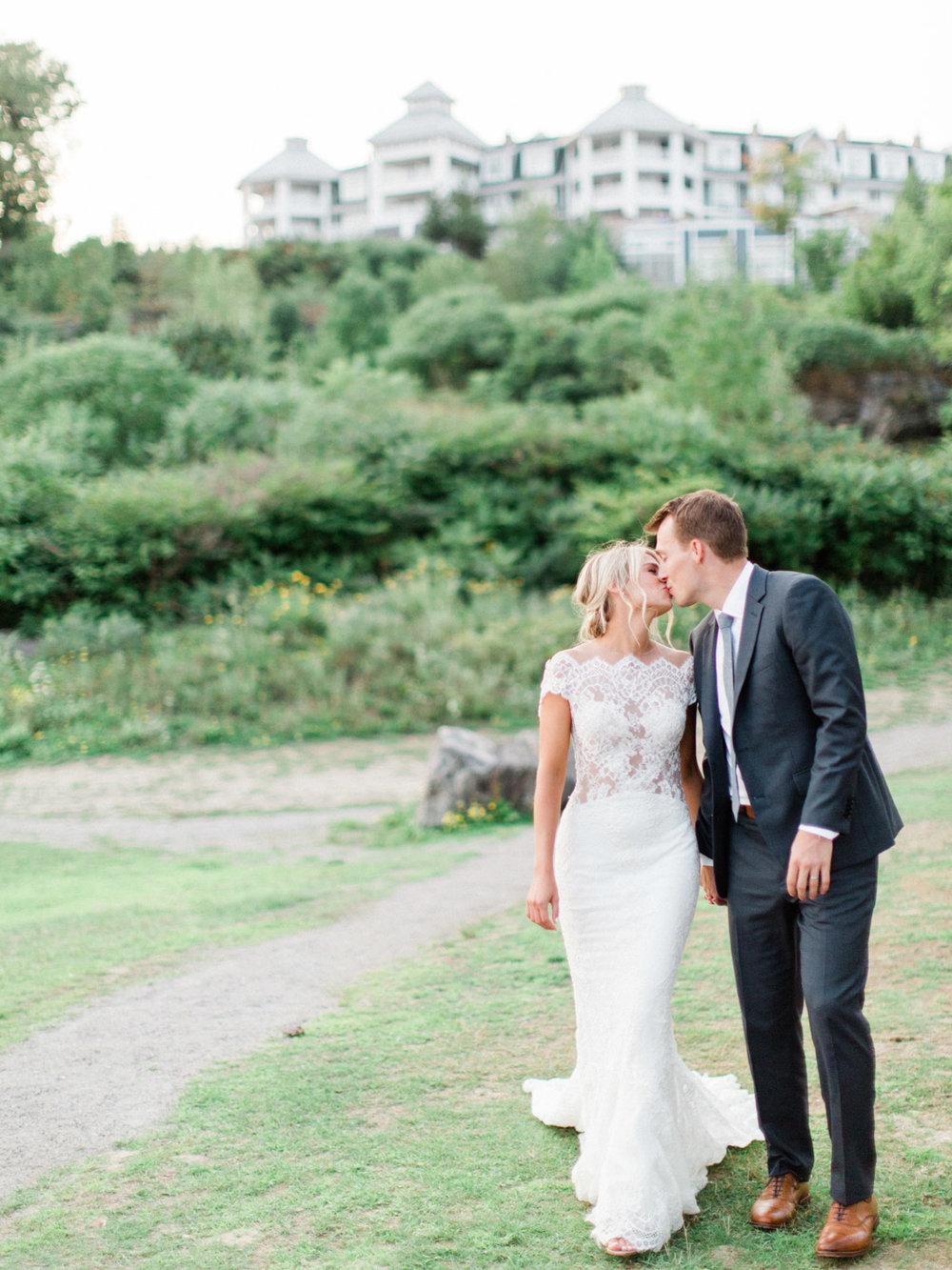 Toronto-Muskoka-wedding-photographer-summery-fun-documentary-the-marriott-rosseau121.jpg
