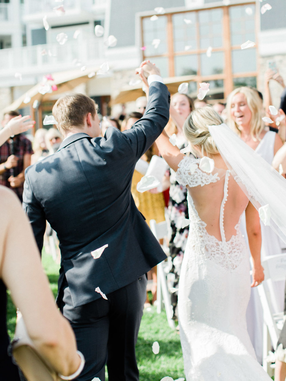 Toronto-Muskoka-wedding-photographer-summery-fun-documentary-the-marriott-rosseau90.jpg