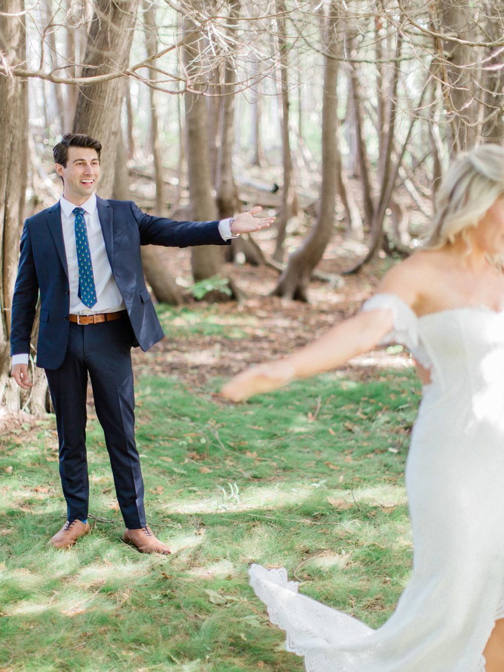 Toronto-Collingwood-Muskoka-Wedding-photographer-planning-first-look3.jpg