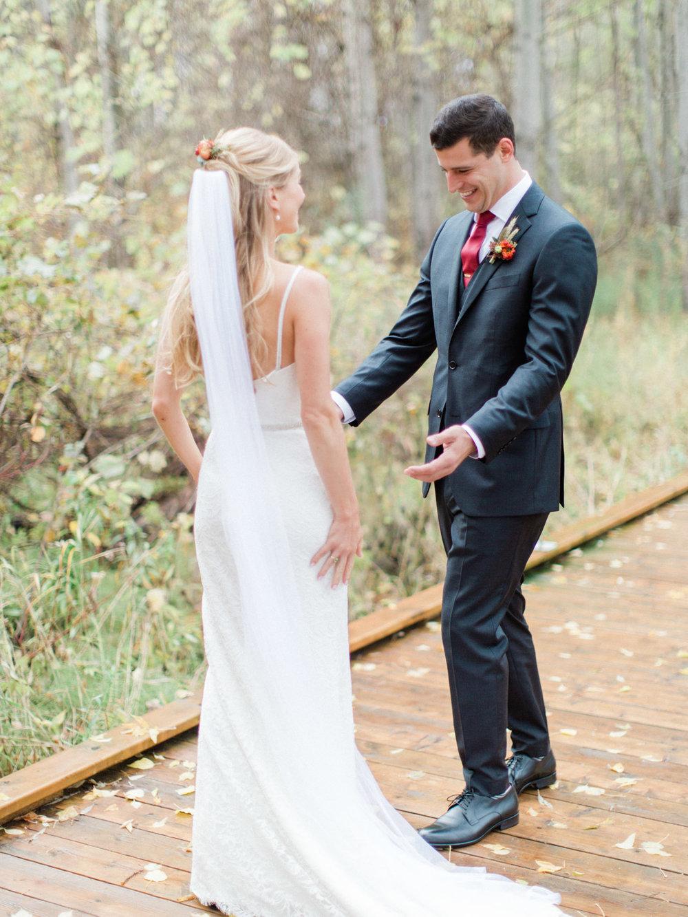 Toronto-Collingwood-Muskoka-Wedding-photographer-planning-first-look6.jpg