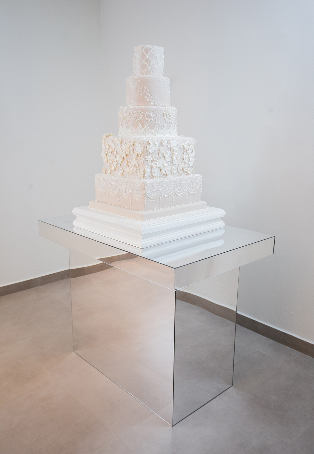 Mirror Cake Table