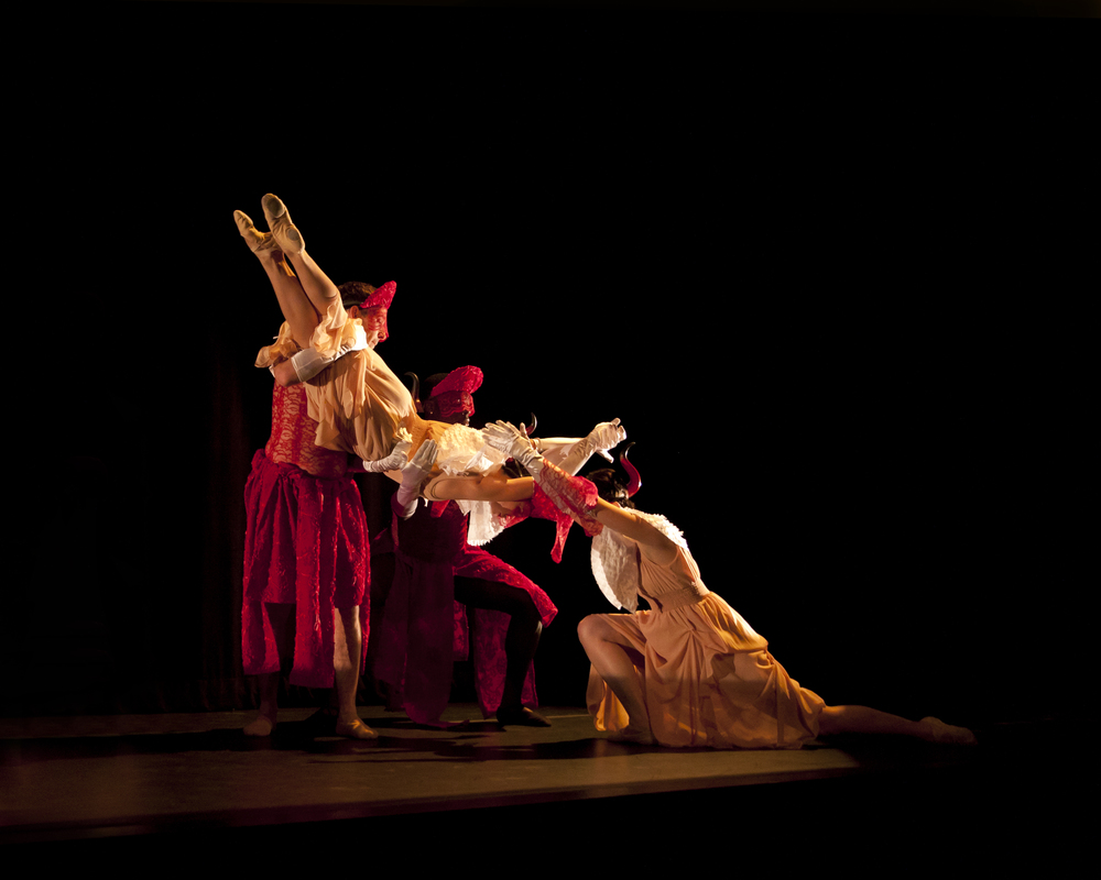Xibipíio, Choreography by Gina Hanchey.  Photo by Ashlee Eakins