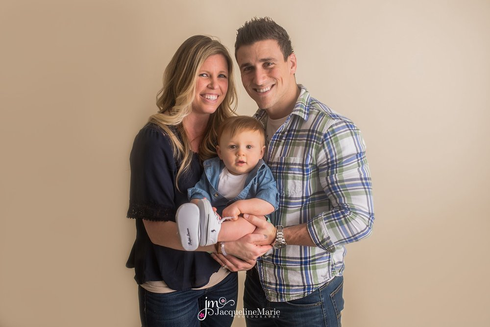 Pataskala Ohio photographer | family photography | Columbus Ohio family photographer | family photography Columbus Ohio | Columbus Ohio studio photographer | parent and baby pose