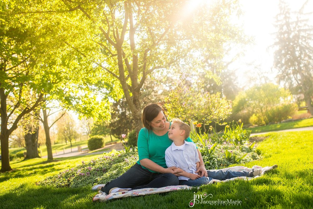 mother and son pose | mommy and me photography | family photographer Columbus Ohio | Mother and son photography