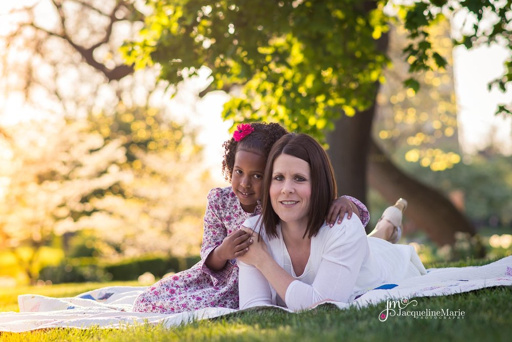 Columbus Ohio photographer | mother daughter pose | mommy and me session | Mother's day session