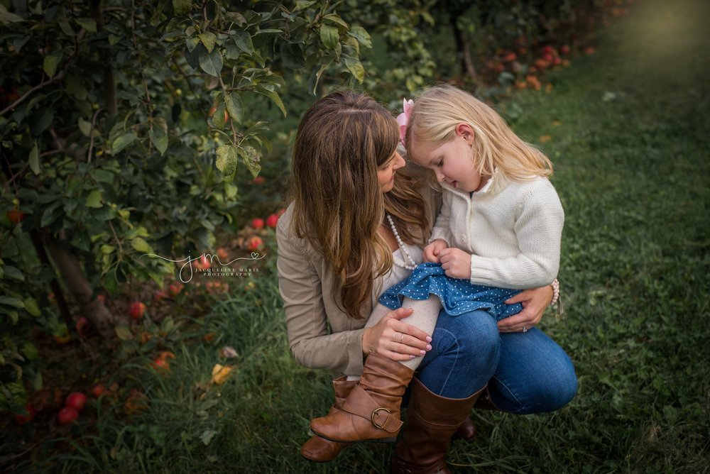 Columbus Ohio family photographer, Columbus family photography, apple orchard session, fall family portraits Columbus, Columbus Ohio photographer, mother and daughter pose