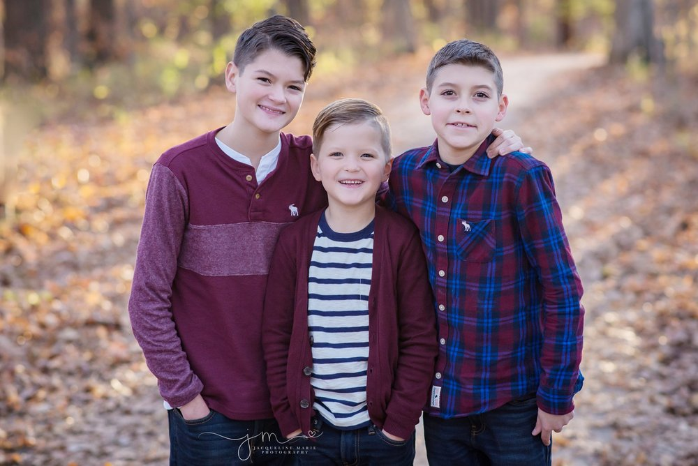 family photography Columbus Ohio, sibling photography, brothers, sibling pose, children photographer Columbus Ohio, fall family photos