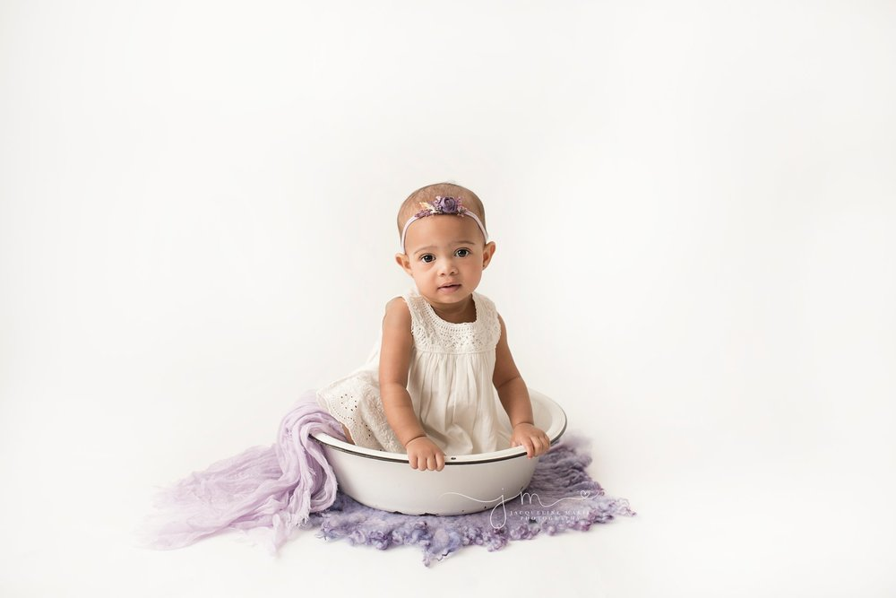 columbus ohio children photographer features images for first birthday session