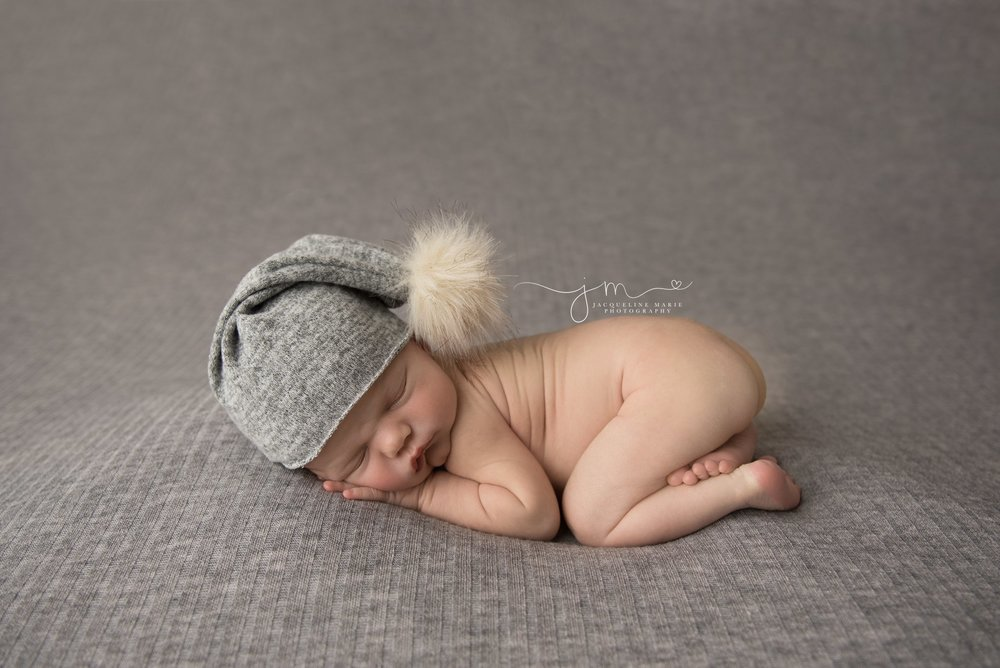 columbus ohio newborn baby photographer features images of newborn baby boy wearing gray and cream sleepy hat