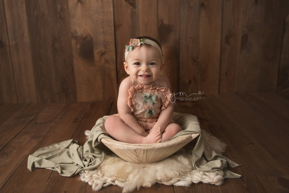 columbus ohio first birthday photographer features image of little girl in cream wooden bowl