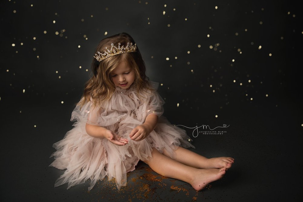 glitter photo shoot for little girl wearing pink tutu du mode and gold crown