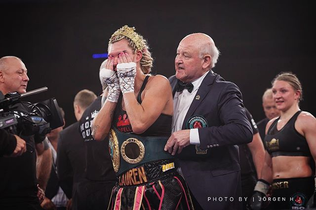 Emotions 🥊🏆🎭👑 @mikaelalauren1  #boxing #femaleboxer #mikaelalauren #sauerlandboxing #proboxing #boxingchamp #boxingphotographer #boxingphotography #photographer #martialartsphotographer #actionphotography #fightphotographer #stockholm #sweden Photo: Jörgen H.J® Push like, share, tag and follow if you enjoy my content! It means the world to me. Thank you 🙏🥊🥋📷❤️   📩 DM for enquiries.