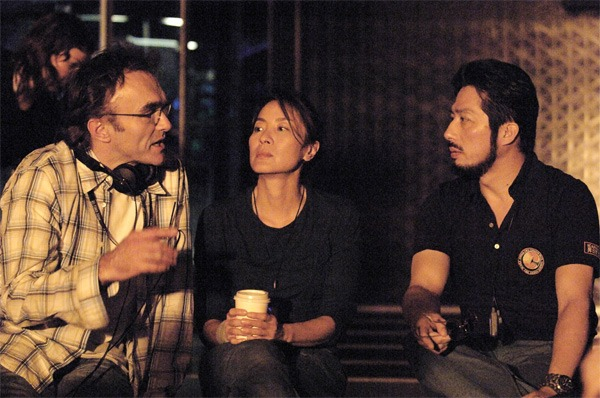 fuckyeahdirectors :     Danny Boyle, Michelle Yeoh, and Hiroyuki Sanada on the set of  Sunshine  (2007)