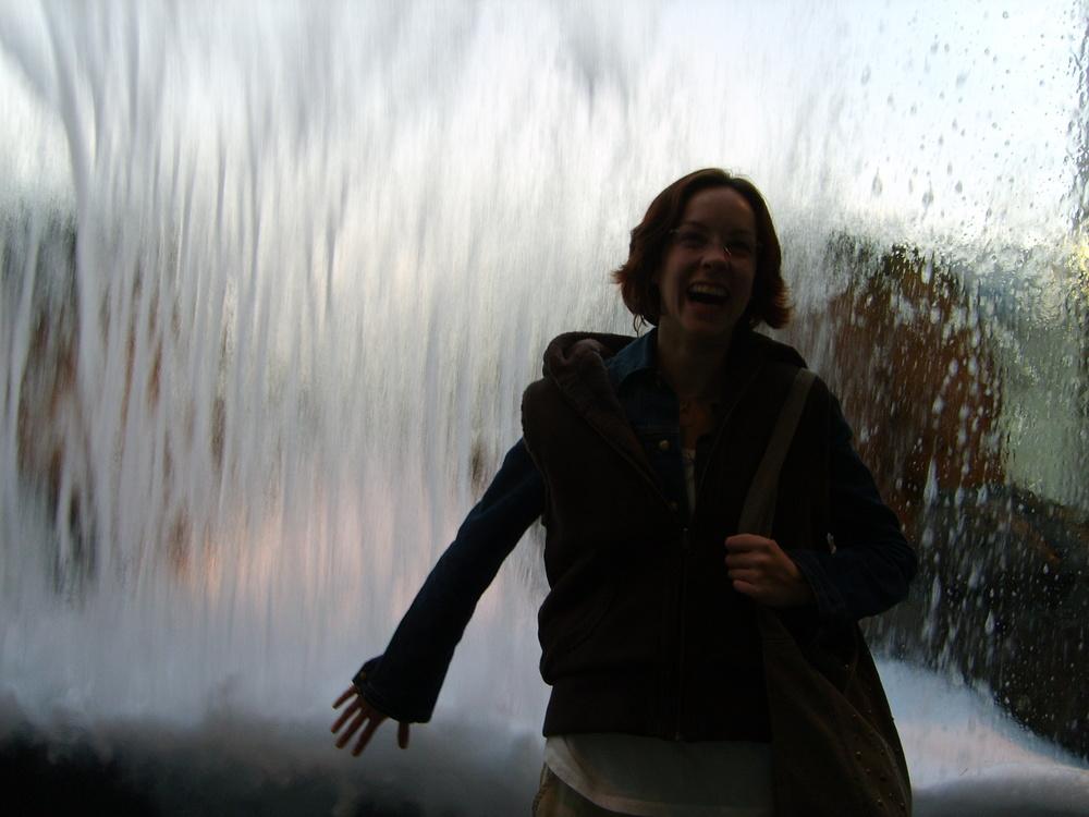 Leah laughs with joy at the Monterey Bay Aquarium. 21 January 2007.