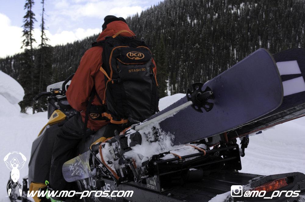 17_snowmobile bag_Snowmobile_timbersled bag_gas Rack_Gear_Gun Rack_LinQ Snowboard Ski_Ski_Snowbike_Timbersled Rack_Tsaina Rack_CFR rack_Cheetah Factory Racing_Snowboard rack_snowboard_Snowboarding_Ti.jpg