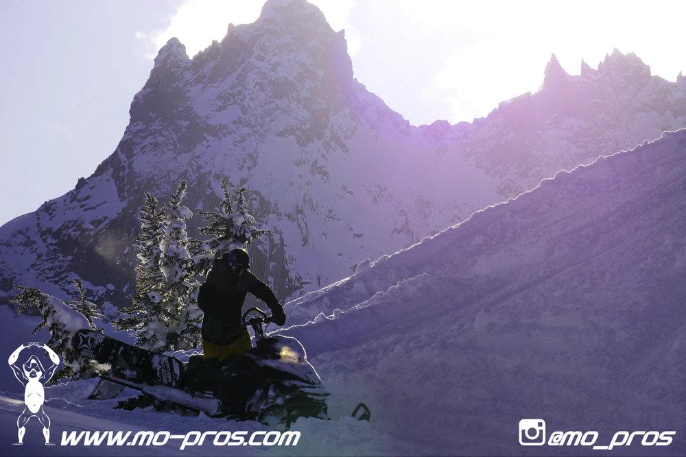 22_Tsaina Rack_Timbersled rack_Timbersled Rack_timbersled bag_snowmobile bag_Snowmobile_Snowboarding_Snowboard rack_snowboard_Snowbike_Ski_Rack_LinQ Snowboard Ski_Gun Rack_Gear_gas Rack_Cheetah Facto.jpg