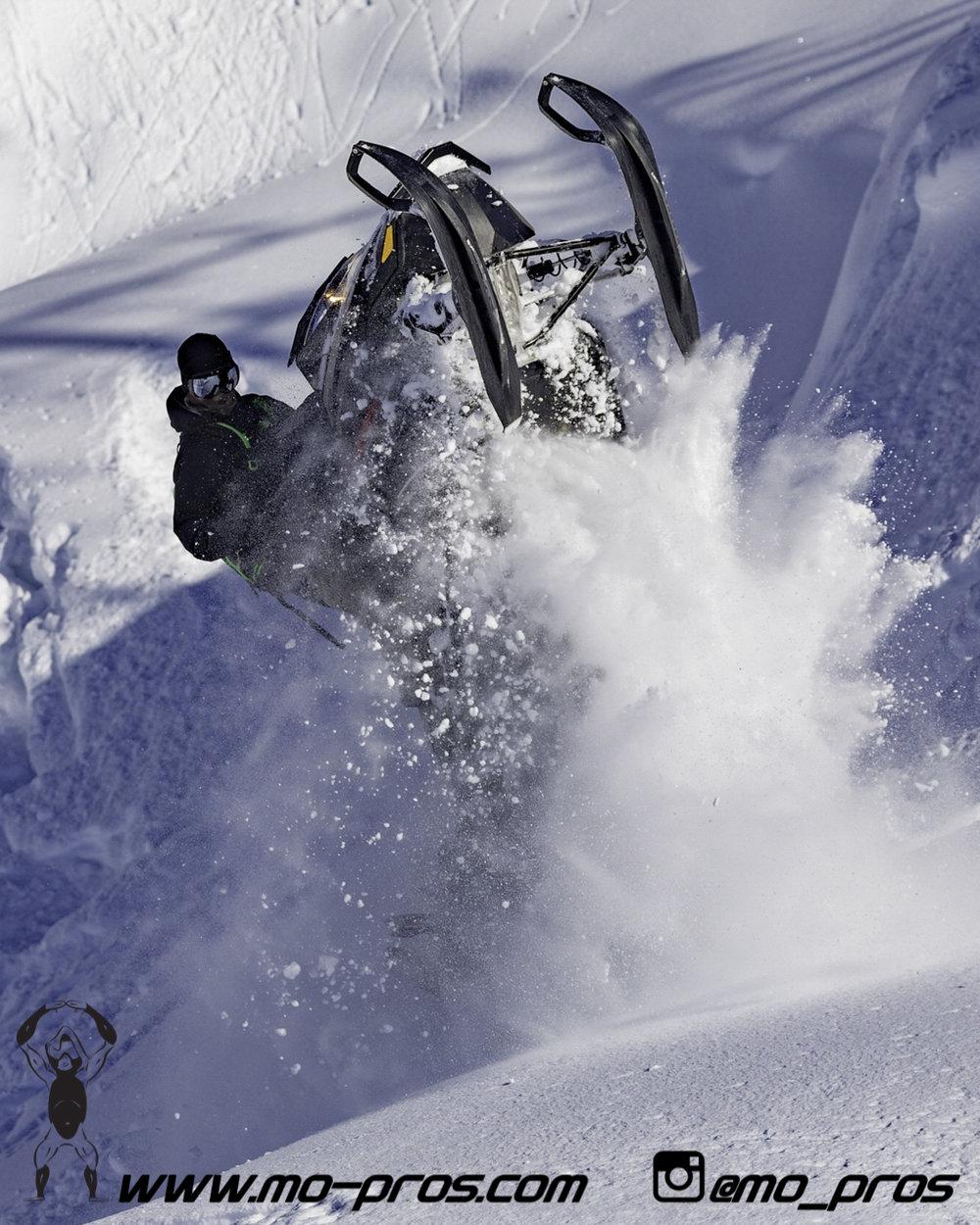 85_Ski_Snowbike_Timbersled Rack_Tsaina Rack_CFR rack_Cheetah Factory Racing_gas Rack_Gear_Gun Rack_LinQ Snowboard Ski_Snowboard rack_snowboard_Snowboarding_snowmobile bag_Snowmobile_timbersled bag_Ti.jpg