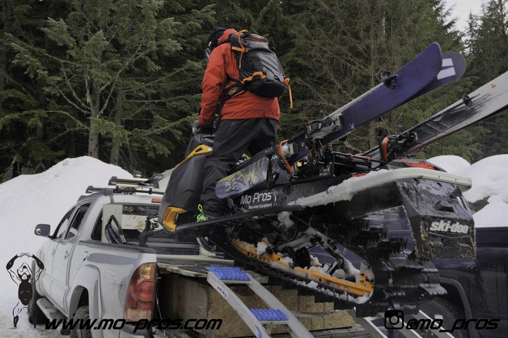 105_Ski_Snowbike_Timbersled Rack_Tsaina Rack_CFR rack_Cheetah Factory Racing_gas Rack_Gear_Gun Rack_LinQ Snowboard Ski_Snowboard rack_snowboard_Snowboarding_snowmobile bag_Snowmobile_timbersled bag_T.jpg