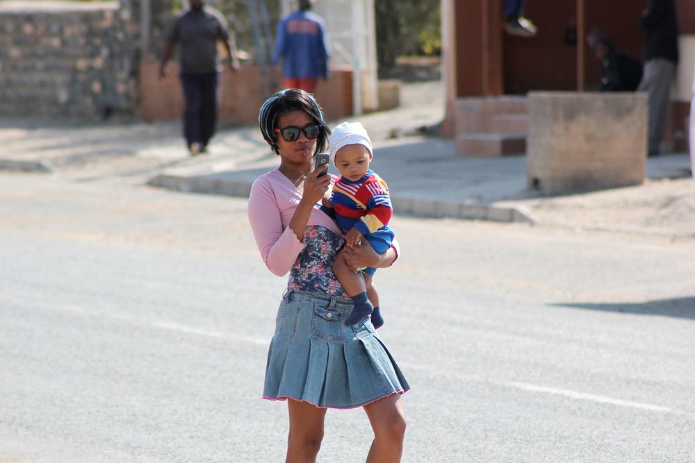 Africa_Mobile_Mum_Bethanie.jpg