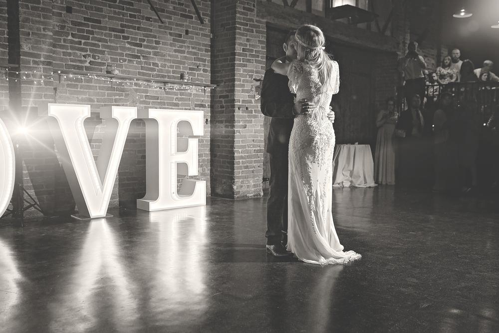 donington park farmhouse wedding photography first dance