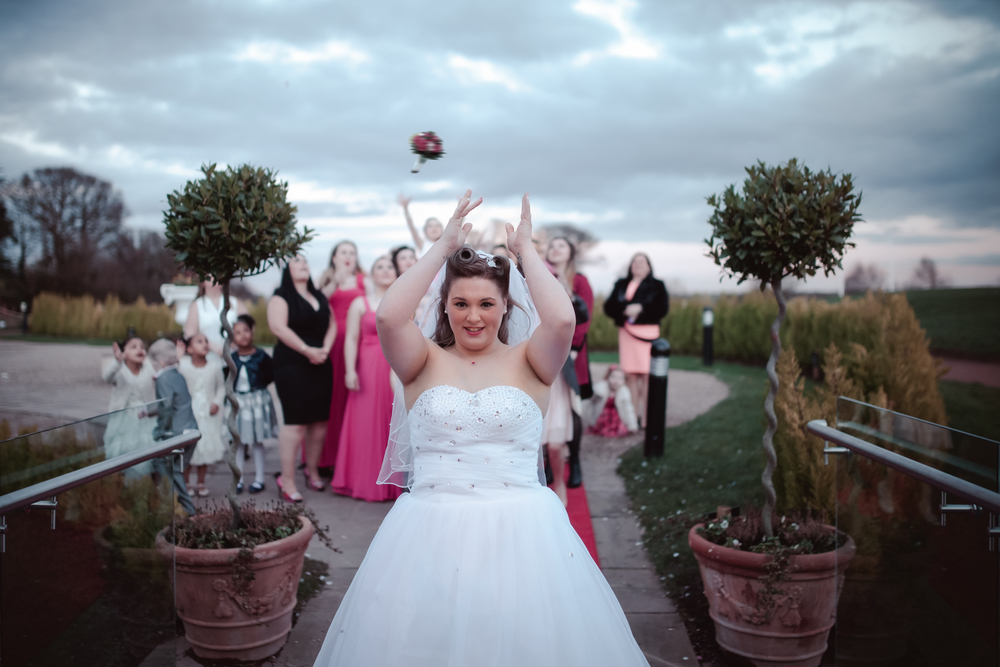 bride flower toss nottinghamshire golf and country club wedding.jpg