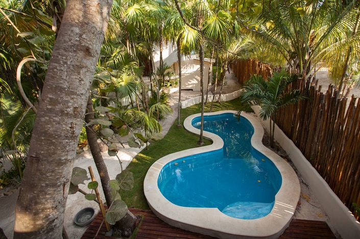 The pool. Image via   Airbnb