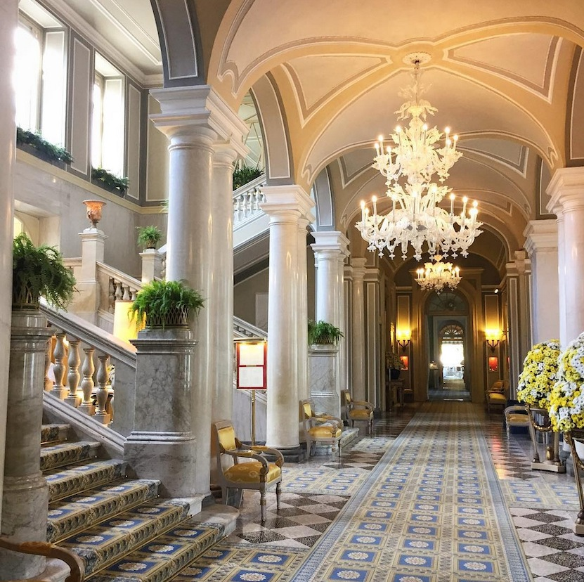 The elegant lobby at Villa D'Este. Image via @lweatherbee on Instagram.