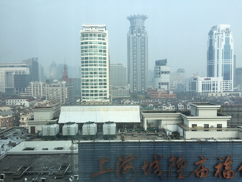 A hazy day in Shanghai. Image via  @lweatherbee
