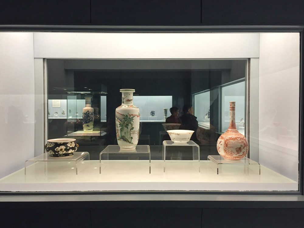 Pottery at the Shanghai Museum. Image via  @lweatherbee