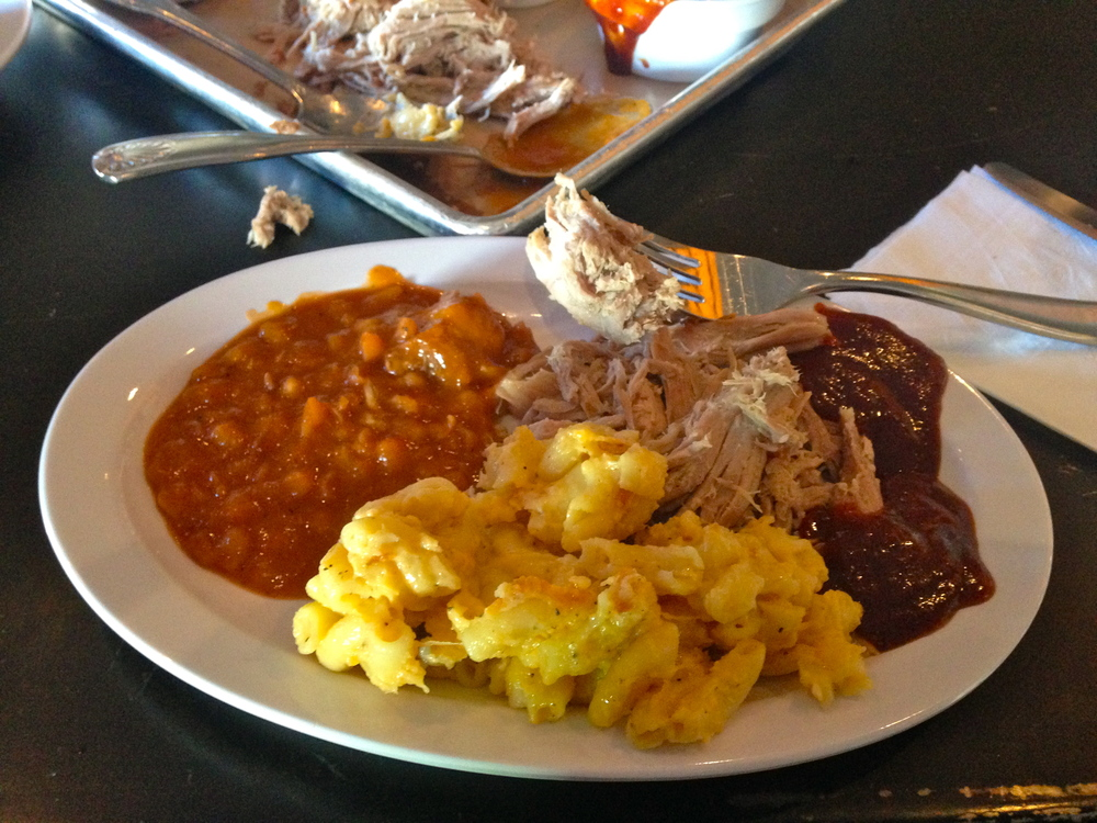 Pulled pork + baked beans + mac&cheese