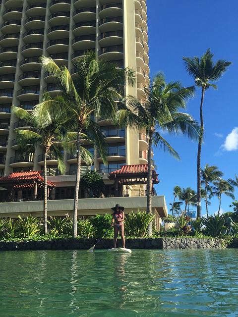 hilton hawaiian village paddle boarding
