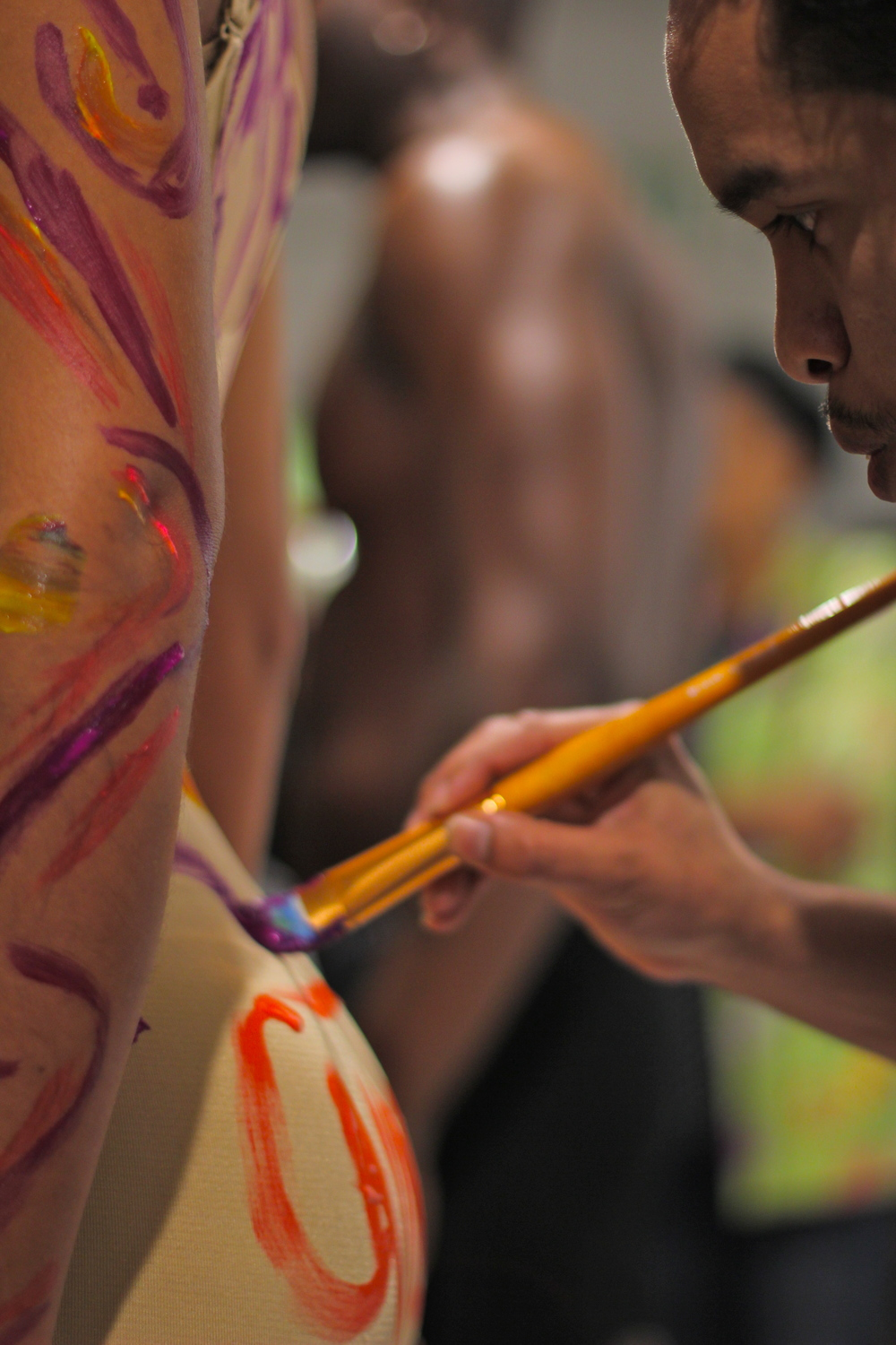 live model body painting les femmes