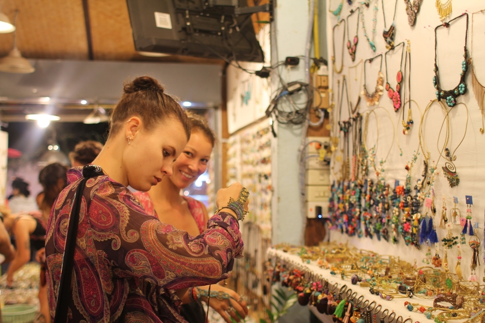Picking up quirky pieces with my girls on Pai's shopping street
