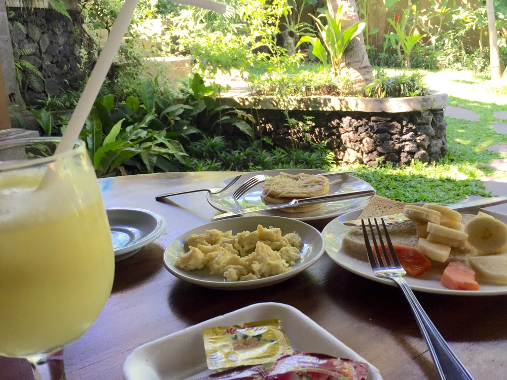 Complimentary breakfast in the courtyard // Agus Homestay
